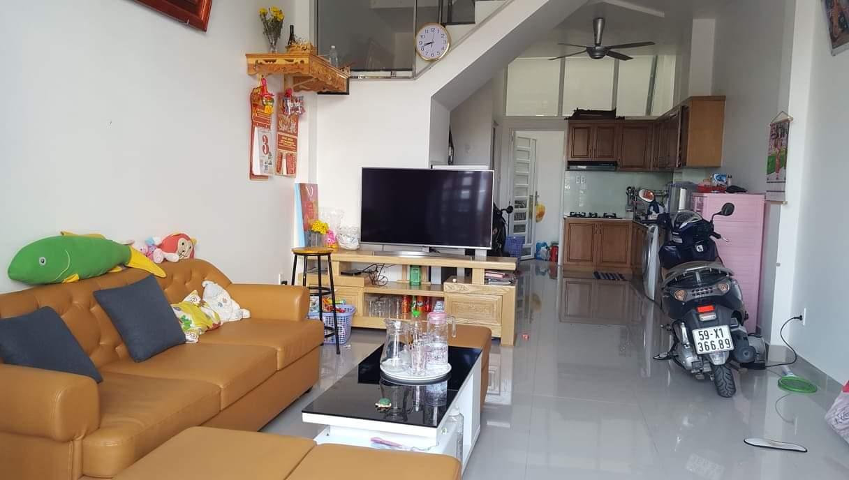 Bán nhà 1/ Lê Văn Việt, hẻm ô tô 8m. Kết cấu 1 trệt 1 lầu. Tặng toàn bộ nội thất